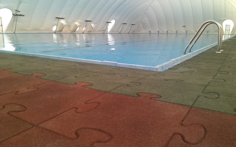 Rubber flooring for swimming pools